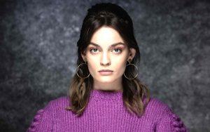 fotos e imágenes de la actriz emma mackey, la estrella de sex education, en series y películas