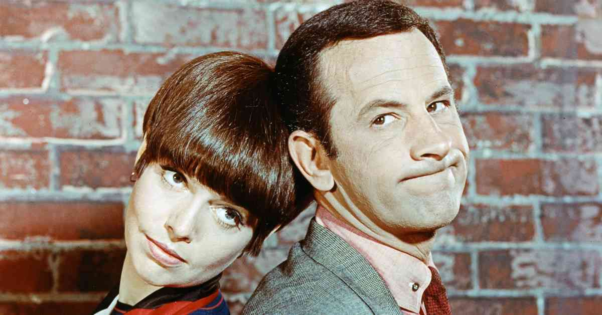 don adams y barbara feldon como el agente 86 y la agente 99 en la serie de tv retro para ver superagente 86